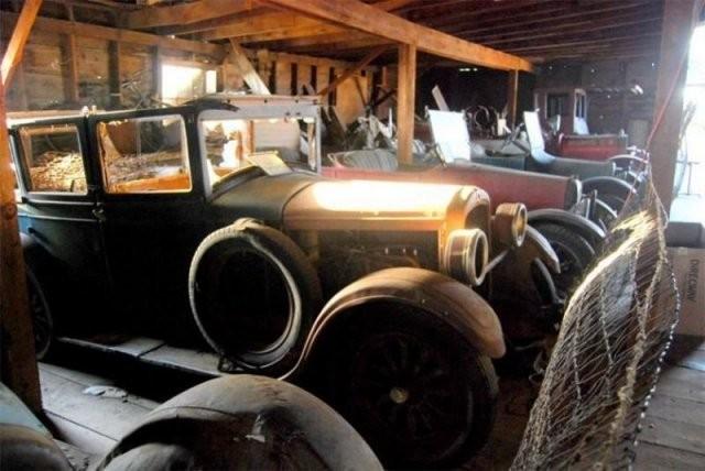 Шанико — город-призрак,наполненный классическими автомобилями(13 фото)