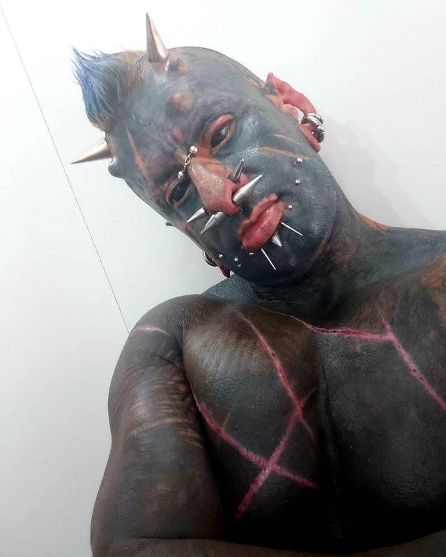 Страшный и рогатый праведник из Бразилии (15 фото)