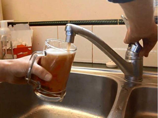 В Индии из водопроводных кранов течет спиртное (фото)