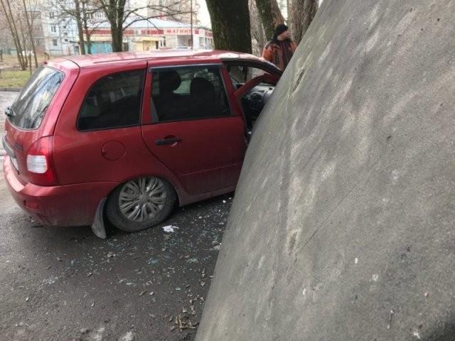 Причина, по которой не стоит оставлять свою машину у подъезда (5 фото)