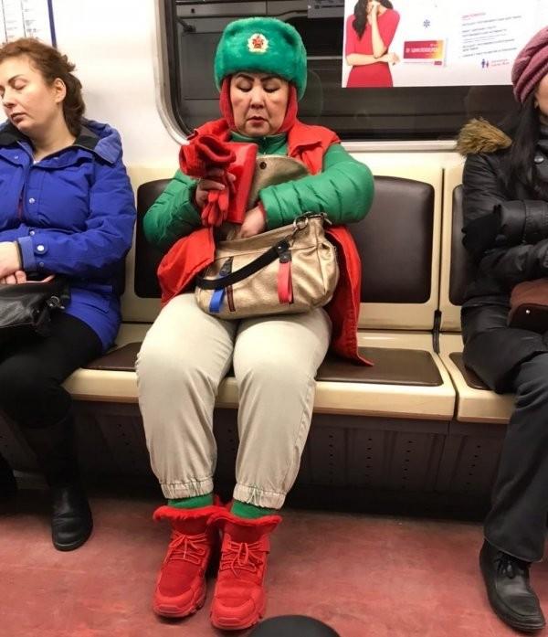 Модные персонажи из метрополитена (20 фото)
