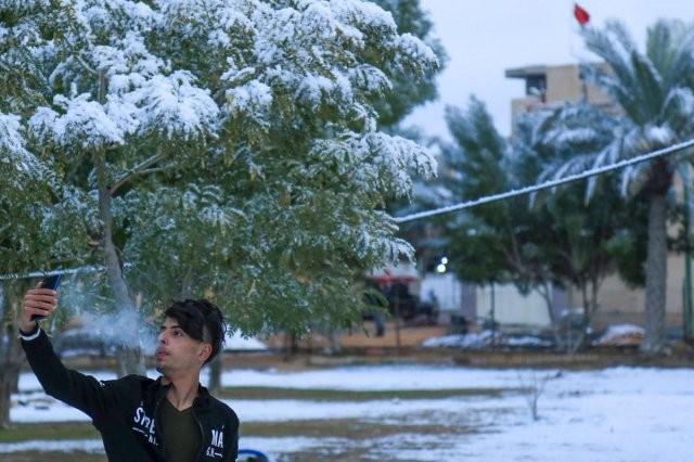 В Багдаде впервые за 12 лет выпал снег (17 фото)
