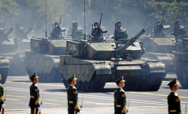 Самая большая танковая армада в мире (4 фото)