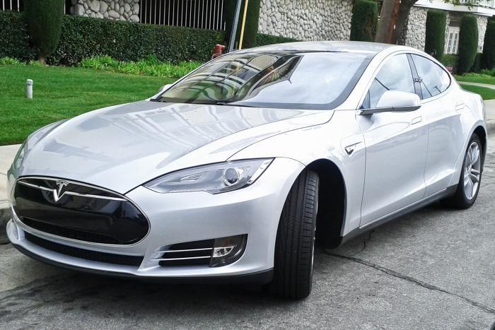 Tesla возобновила производство в Шанхае, несмотря на коронавирус (2фото)