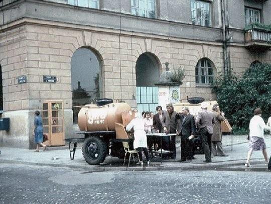 СССР: бочки с квасом, который пили и помнят все (17 фото)