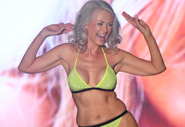 Женщина 56 лет обошла 20-летних девушек на конкурсе бикини (12 фото)