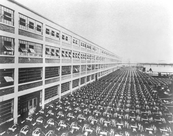 Исторические фотографии с первых заводов Ford Motor Company (22 фото)