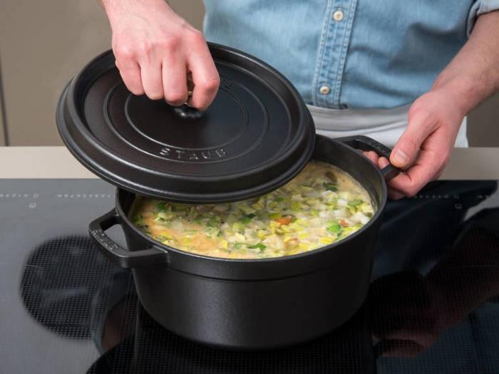 Простой способ сохранить цвет зелени в супе (5 фото)