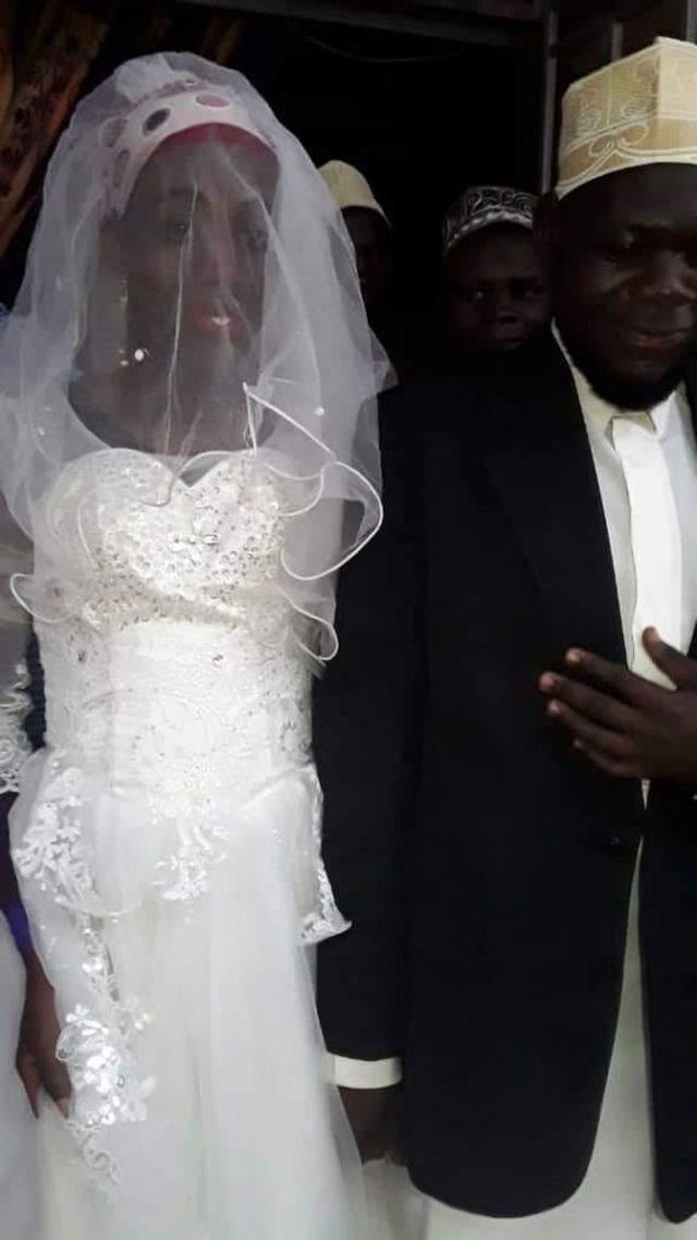 Невеста с подвохом из Уганды (2 фото)