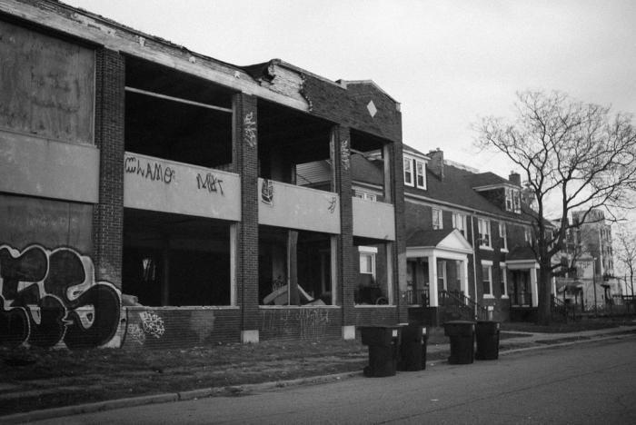 Жизнь обитателей детройтских окраин в фотографиях (40 фото)