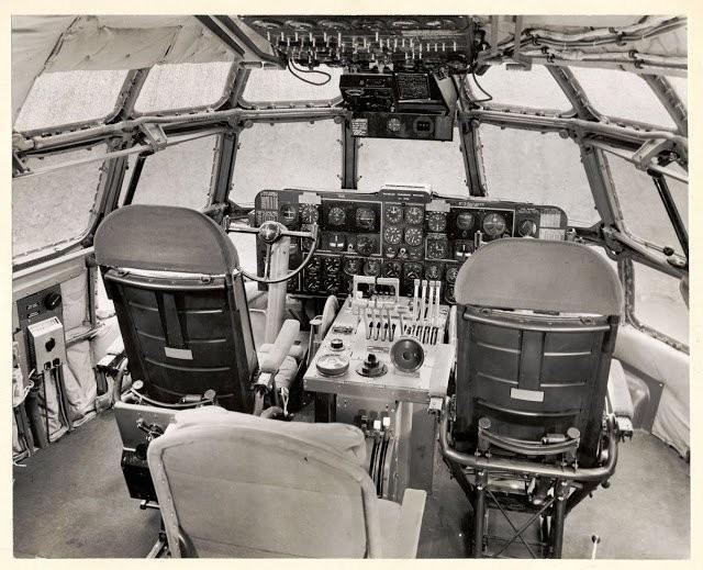 Внутри самого большого и быстрого самолёта (12 фото)