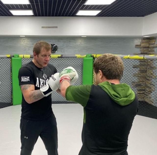 Александр Емельяненко встретился на ринге с Рамзаном Кадыровым(3 фото)