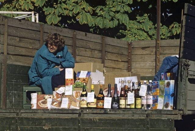 Торговля в 90-е: фотографии, которые напомнят о тех временах (15 фото)