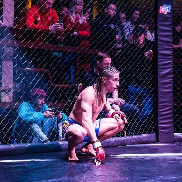 Боец MMA из России Михаил Коробков лишился пояса из-за песни (4 фото)