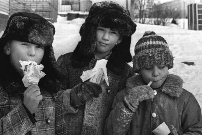 Привычки из СССР, которые пошли бы на пользу современным детям (8 фото)
