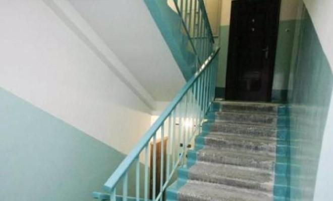 Почему двери в СССР открывались всегда только внутрь (2 фото)