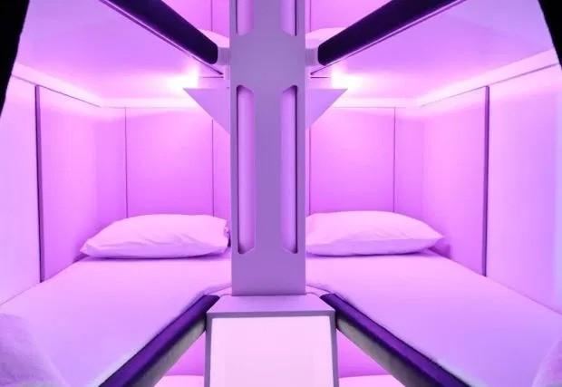 Авиакомпания установит кровати для пассажиров в экономклассе (3 фото)