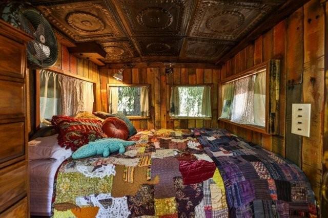 Пара переделала вагон поезда времен Второй Мировой войны жилье (7 фото)