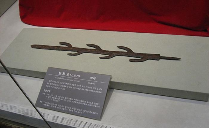 Главные мечи в истории человечества (7 фото)