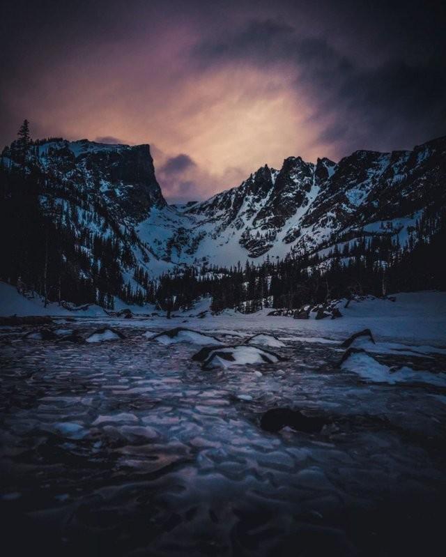 Необычный природный феномен на озере в парке Роки-Маунтин (7 фото)