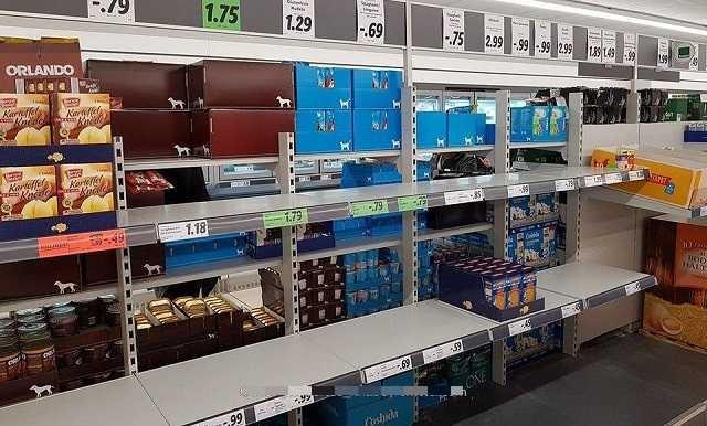 Начинается паника: немцы скупают провизию из-за коронавируса (6 фото)