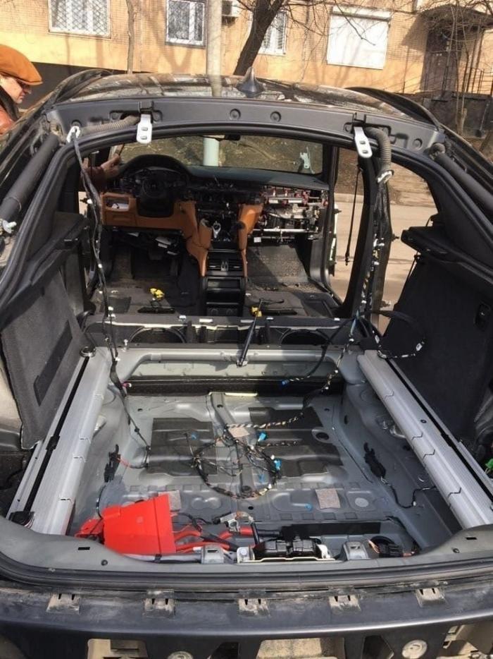 В Москве воры разобрали BMW X6 за несколько часов (5 фото)