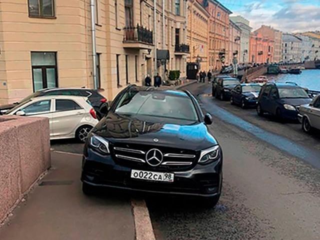 «Мушкетерская парковка» или как Михаил Боярский плюет на ПДД (9 фото)