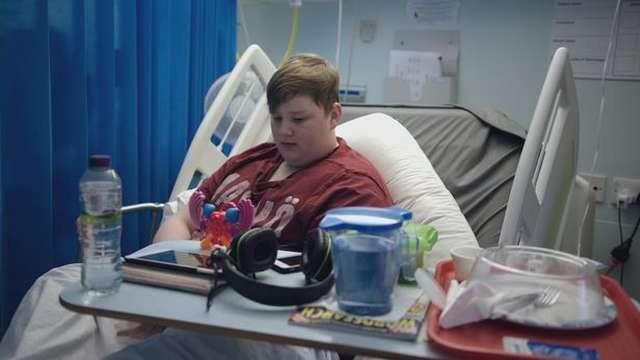 Парень попал в больницу с ожирением, но умудрился поправиться (6 фото)