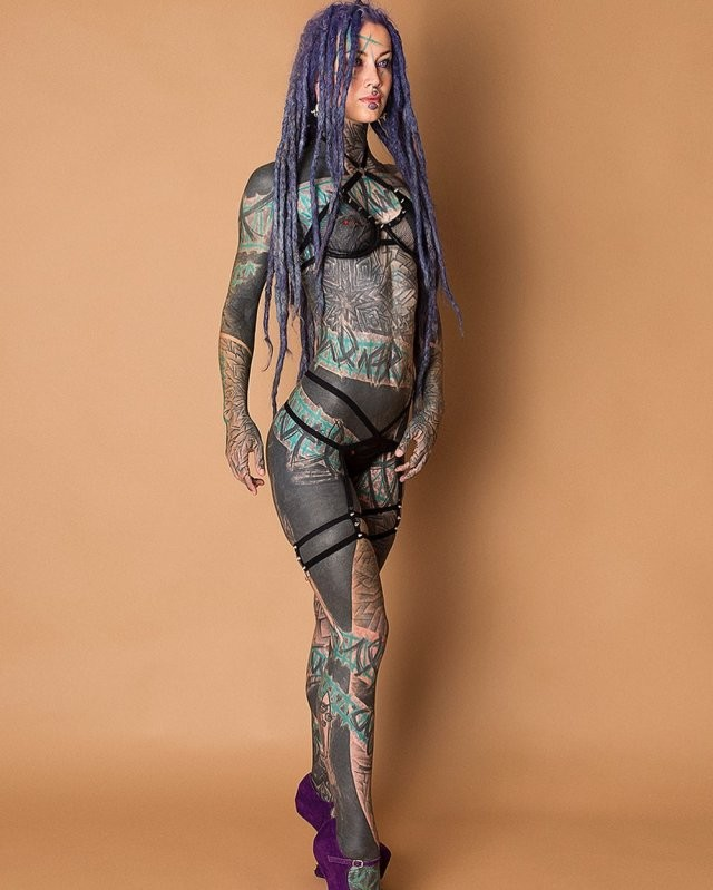 Анускатз - немецкая тату-модель, внешний вид может испугать (20 фото)