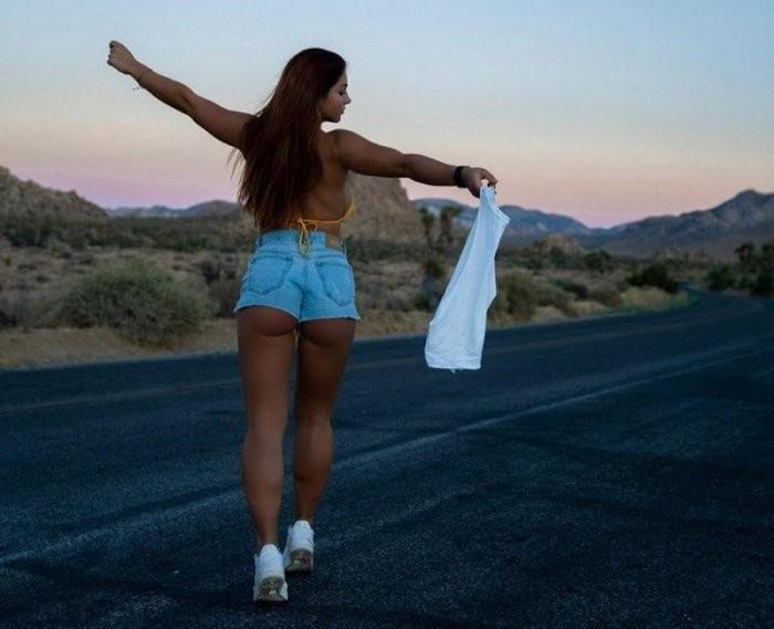 Девушки в шортиках (22 фото)