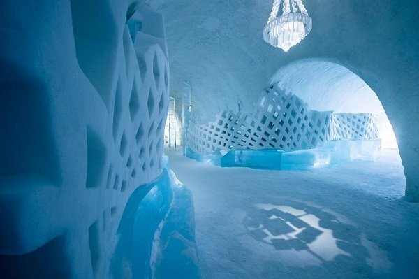Леденящая красота ледяного отеля в Юккасъярви (13 фото)