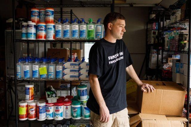 Предприимчивый парень из США решил заработать на коронавирусе (5 фото)