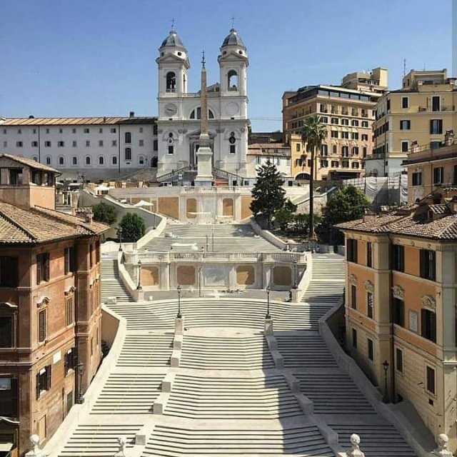 Рим превратился в город-призрак (10 фото)