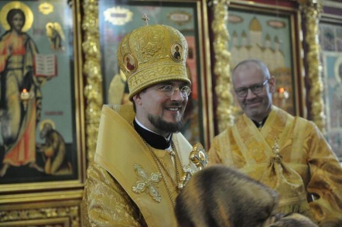 В квартире российского епископа нашли нарколабораторию (3 фото)