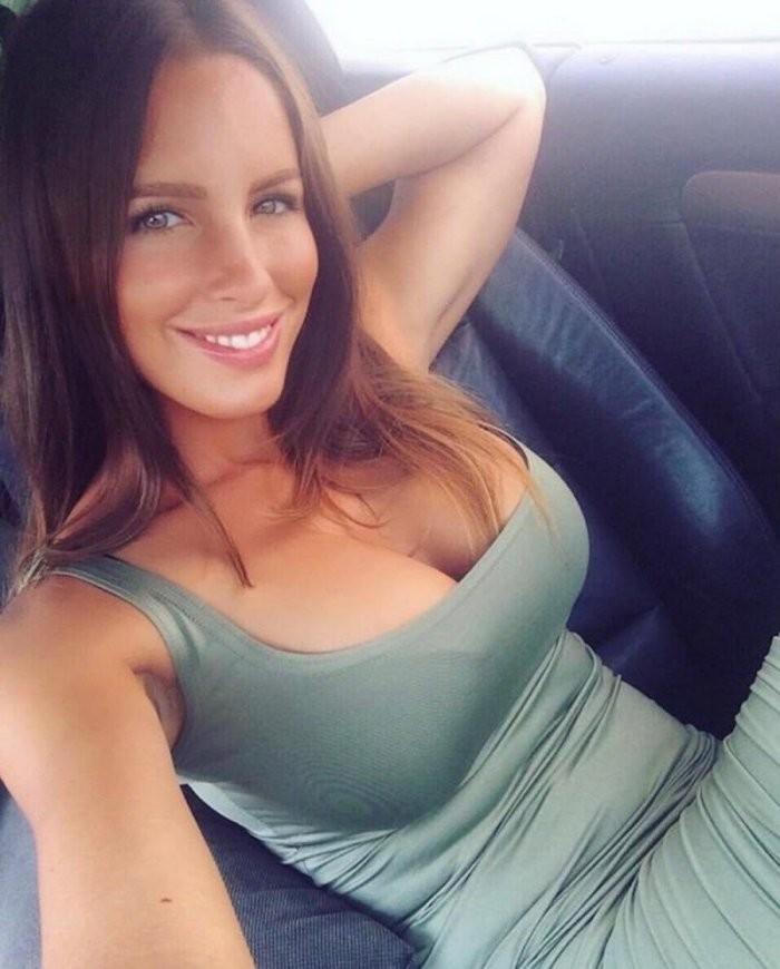 Девушки в автомобилях (21 фото)
