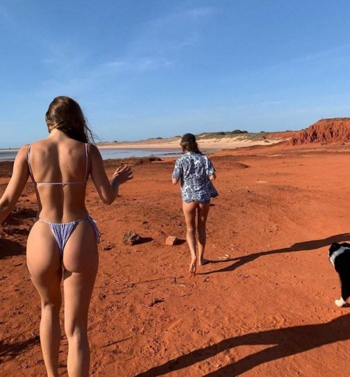 Девушки сзади (21 фото)