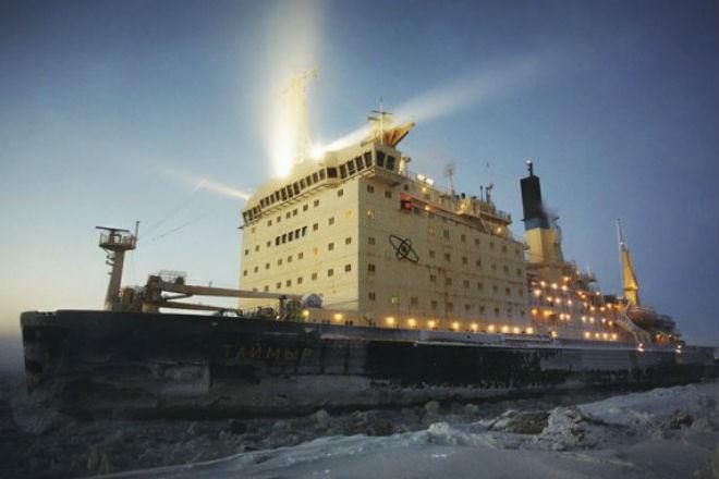 Ледокол Таймыр против Арктики (3 фото)