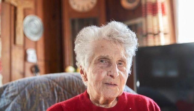 В Швейцарии 95-летняя пенсионерка рассказала, о короновирусе (2 фото)
