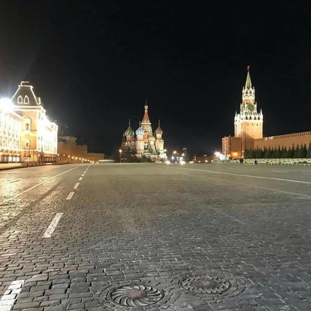 Опустевшая Москва удивляет пользователей Сети (21 фото)