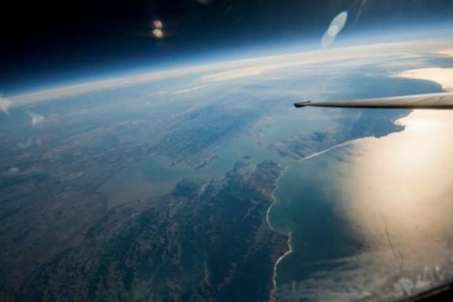 Полет на самолета-шпиона в ближний космос (2 фото)