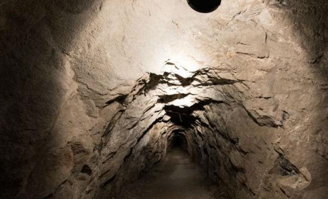 За ржавой дверью нашли подземный город Вермахта (6 фото)