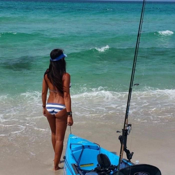 Девушки на рыбалке (33 фото)