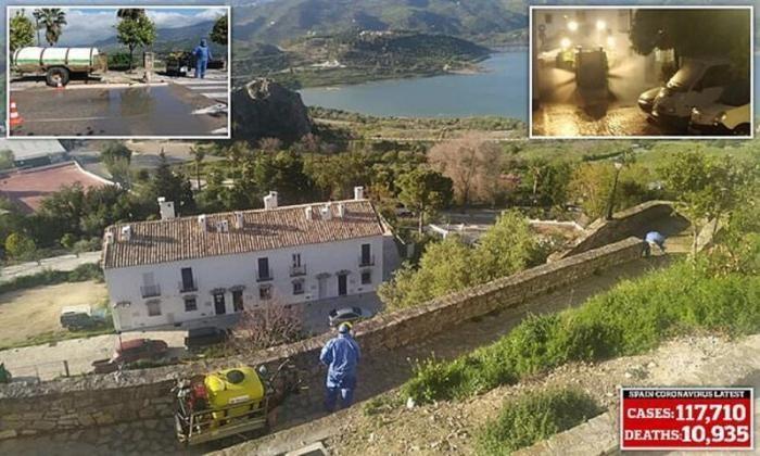 Как испанский городок не пустил к себе коронавирус (7 фото)