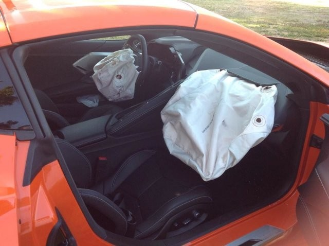 Владелец нового Corvette C8 разбил машину на следующий день (7 фото)