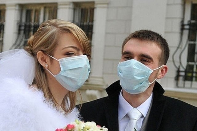 """""""Модные"""" свадьбы во время пандемии коронавируса (15 фото)"""