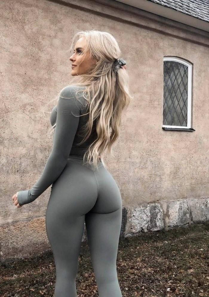 Девушки в спортивных штанишках (26 фото)