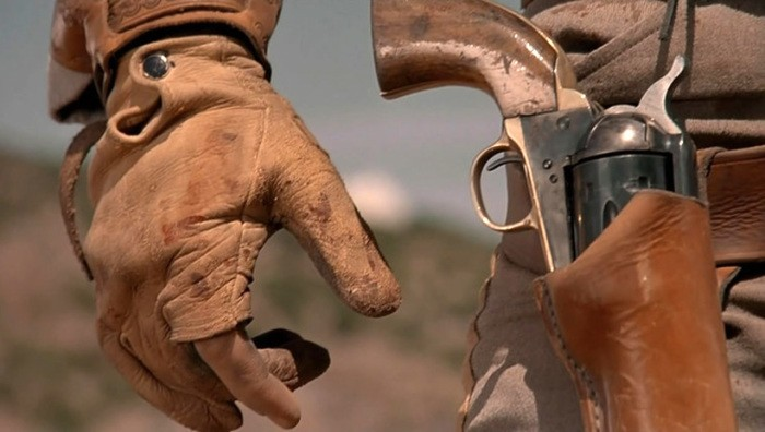 Для чего ковбои крутят револьвер и дуют на его ствол (5 фото)