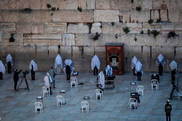 Как мир удаленно праздновал Пасху (11 фото)