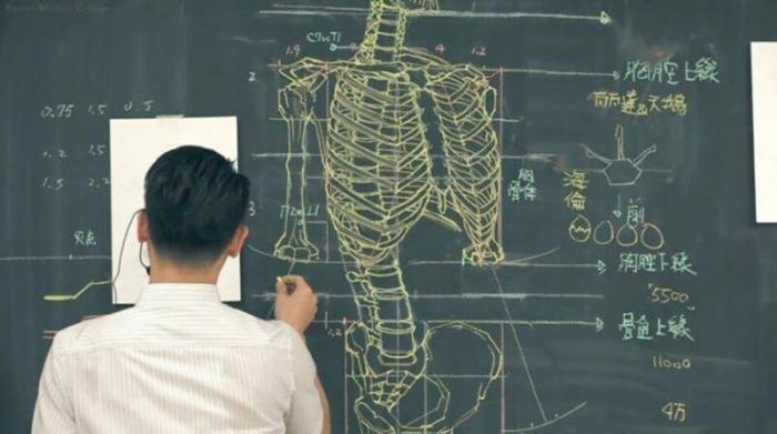 Преподаватель рисует на доске иллюстрации к лекциям (8 фото)