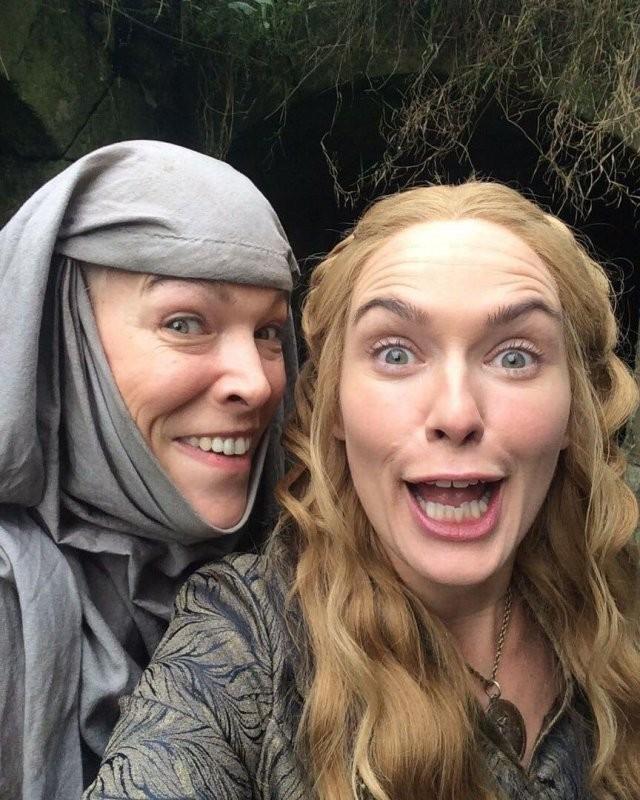 «Игра престолов»:забавные кадры со съемок культового сериала (10 фото)
